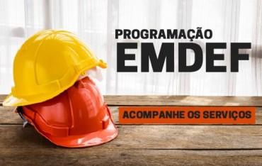 Imagem com capacetes de proteção. Acesse o calendário de programações de serviços da EMDEF.