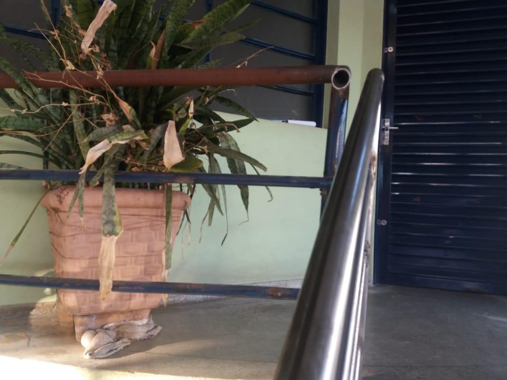 Detalhe na foto da escada que passou por reforma no terminal Ayrton Senna